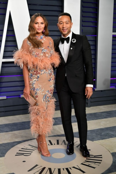 BEVERLY HILLS, CA - FEBRUARY 24:  Chrissy Teigen (L) and John Legend attend the 2019 Vanity Fair Oscar Party hosted by Radhika Jones at Wallis Annenberg Center for the Performing Arts on February 24, 2019 in Beverly Hills, California.  (Photo by Dia Dipasupil/Getty Images)