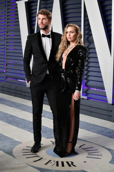 BEVERLY HILLS, CA - FEBRUARY 24:  Liam Hemsworth (L) and Miley Cyrus attend the 2019 Vanity Fair Oscar Party hosted by Radhika Jones at Wallis Annenberg Center for the Performing Arts on February 24, 2019 in Beverly Hills, California.  (Photo by Dia Dipasupil/Getty Images)