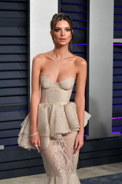 BEVERLY HILLS, CA - FEBRUARY 24:  Emily Ratajkowski attends the 2019 Vanity Fair Oscar Party hosted by Radhika Jones at Wallis Annenberg Center for the Performing Arts on February 24, 2019 in Beverly Hills, California.  (Photo by Dia Dipasupil/Getty Images)