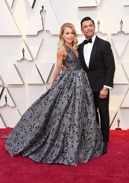 HOLLYWOOD, CALIFORNIA - FEBRUARY 24: (L-R) Kelly Ripa and Mark Consuelos attend the 91st Annual Academy Awards at Hollywood and Highland on February 24, 2019 in Hollywood, California. (Photo by Frazer Harrison/Getty Images)