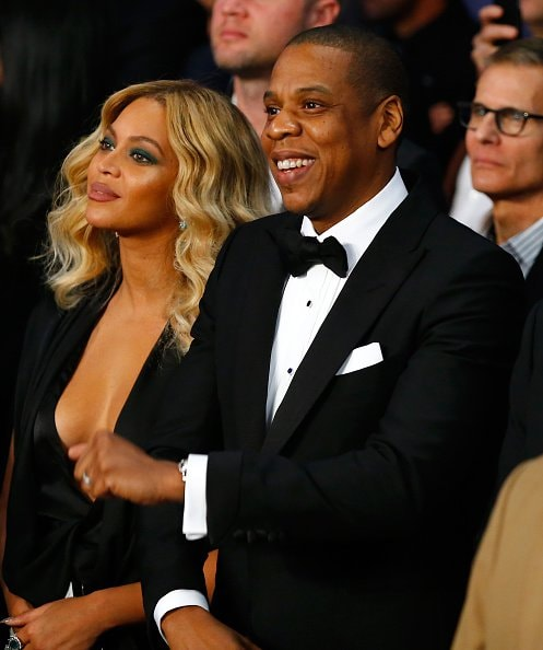 LAS VEGAS, NV - NOVEMBER 21:  Beyonce Knowles and Jay-Z look on before Miguel Cotto takes on Canelo Alvarez in their middleweight fight at the Mandalay Bay Events Center on November 21, 2015 in Las Vegas, Nevada.  (Photo by Al Bello/Getty Images)