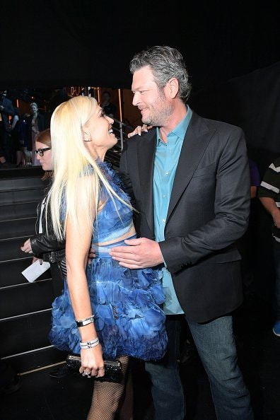 """LOS ANGELES, CA - JANUARY 18:  Singer/Songwriter Blake Shelton, winner of the Favorite Male Country Artist Award and Favorite Album """"If I am Honest"""", poses with Gwen Stefani, backstage at the People's Choice Awards 2017 at Microsoft Theater on January 18, 2017 in Los Angeles, California.  (Photo by Charley Gallay/Getty Images for People's Choice Awards)"""